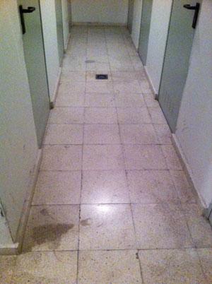 Pulir suelo terrazo manualmente juegos de maquinaria pesada retroexcavadora - Pulir el suelo ...