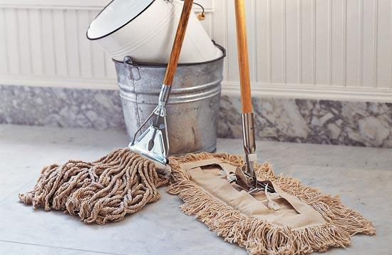 herramientas y fregonas limpieza de suelos