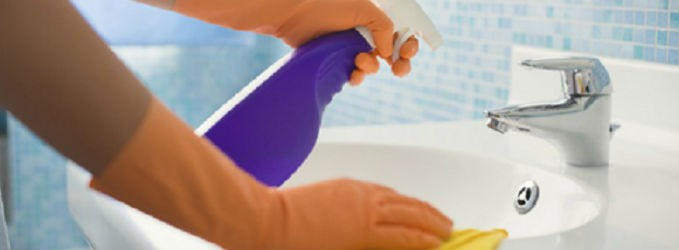 Trucos para limpiar las manchas del ba o geindepo for Trucos para limpiar el bano