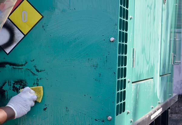 Eliminar graffiti de materiales como el hierro