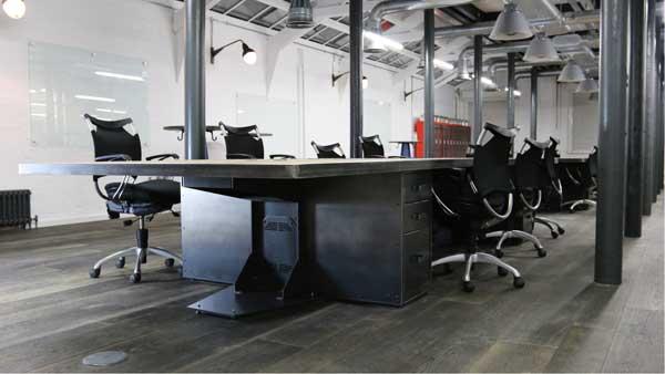 limpieza de oficinas con suelo de madera