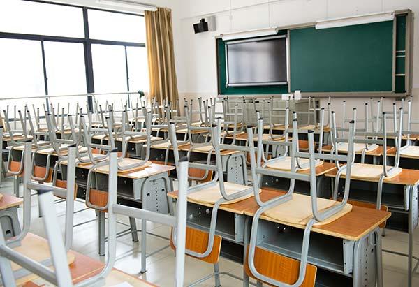 limpieza de suelos de aula de colegio privado