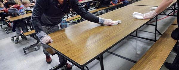 Limpieza de superficies de colegios y escuelas
