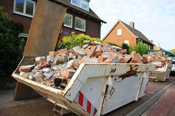 limpieza de escombros con contenedores