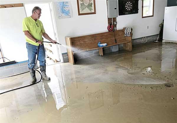 limpieza de edificio inundado