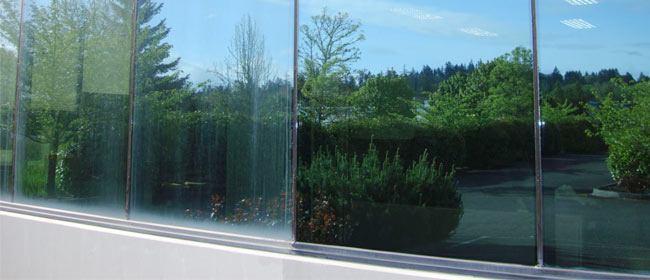 ¿Como limpiar las láminas de protección de las ventanas?