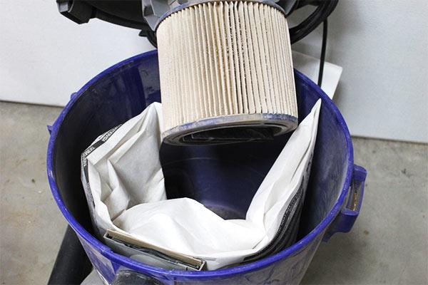 limpiar el deposito y filtro del aspirador