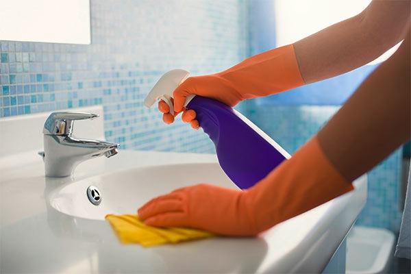 empresa de limpieza para baños de negocios