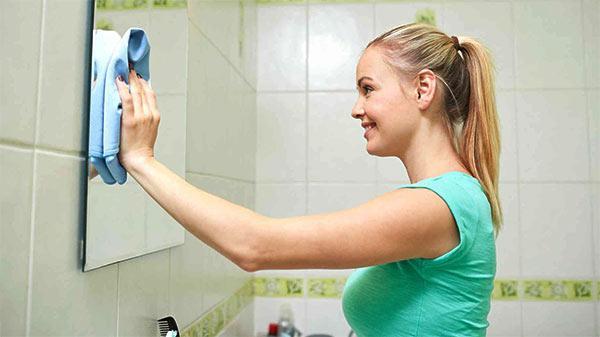 limpiar el espejo con alcohol