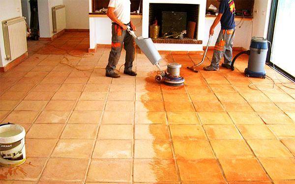 limpieza profesional de suelos de terracota
