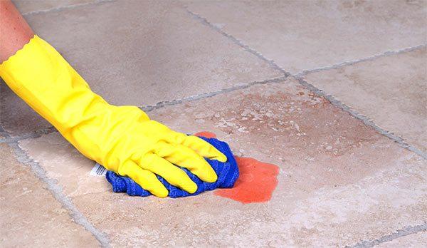 limpieza de suelos con alcohol