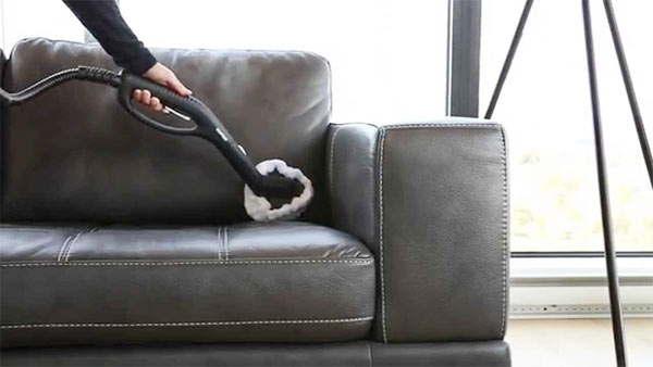 aspirar un sofá de piel