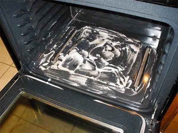 limpiar el horno con vinagre y bicarbonato