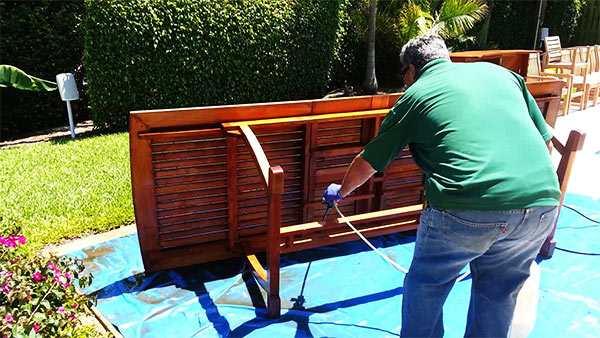 limpieza muebles de madera en comunidades de vecinos