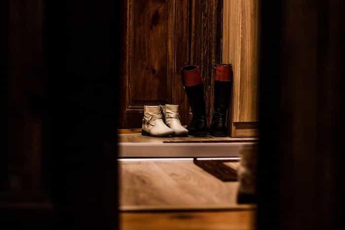 Evitar la entrada de patógenos en casa dejando los zapatos en la puerta