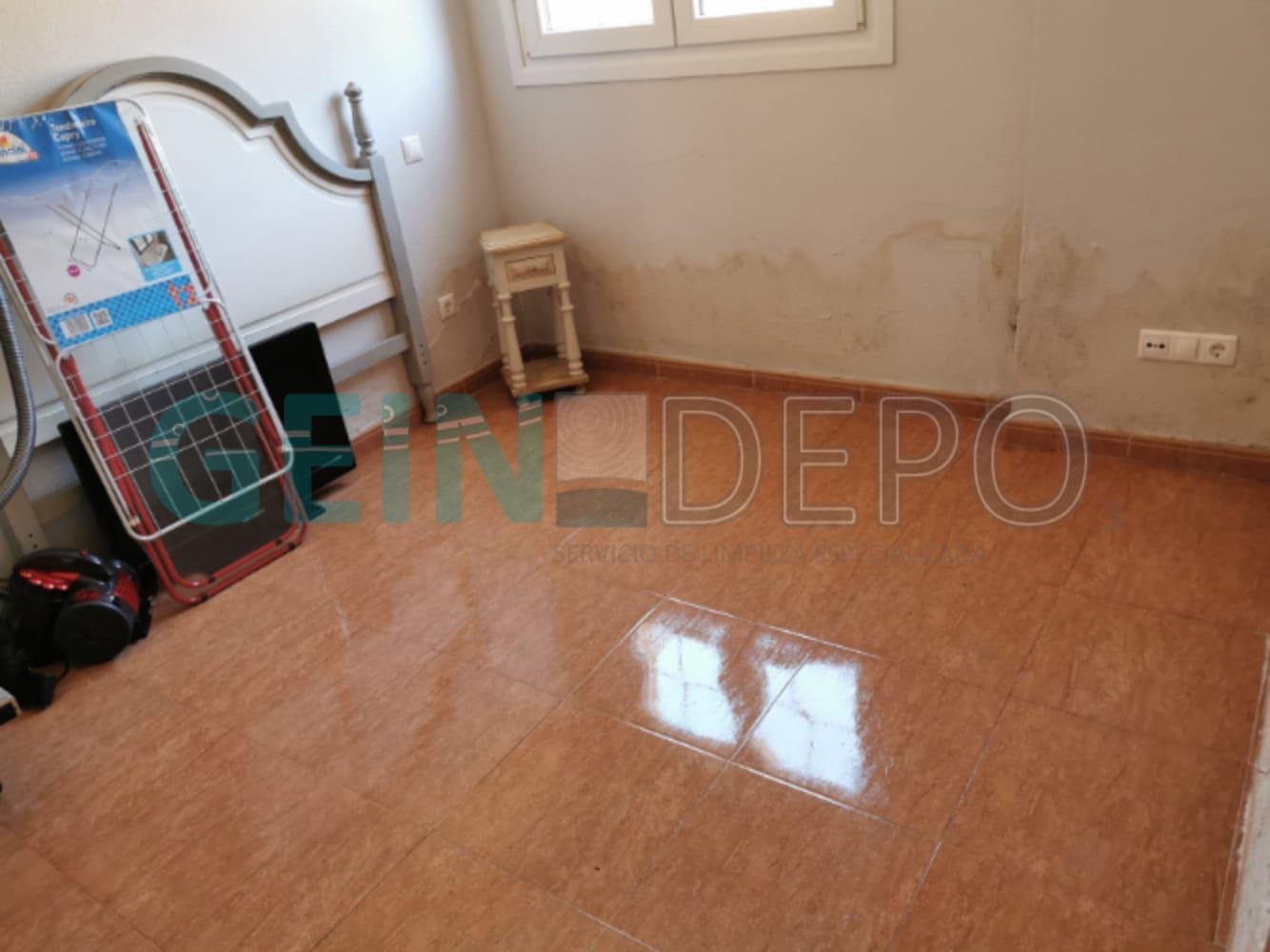Habitación de piso después de realizar la limpieza de Diógenes