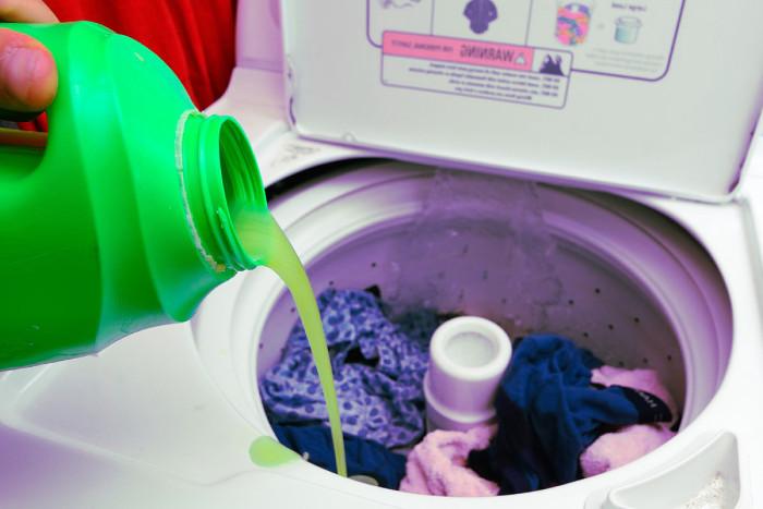 Detergente enzimático para ropa