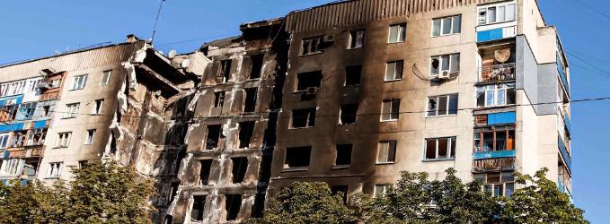 Edificio de pisos incendiado con olor a quemado