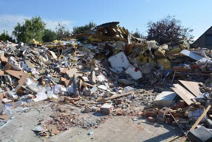 Escombros en una parcela para quitar