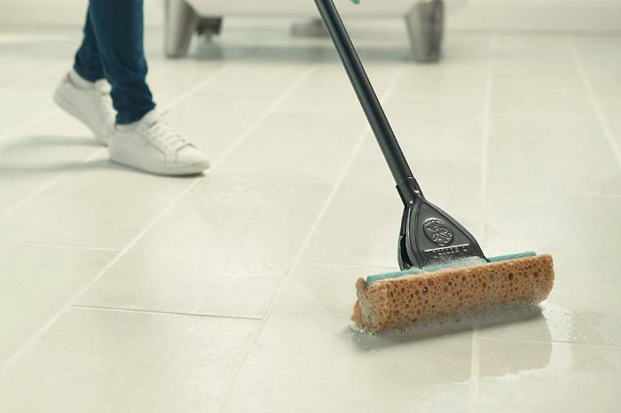 Fregona con esponja para suelos laminados