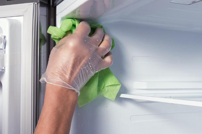 Limpieza de un congelador con bicarbonato