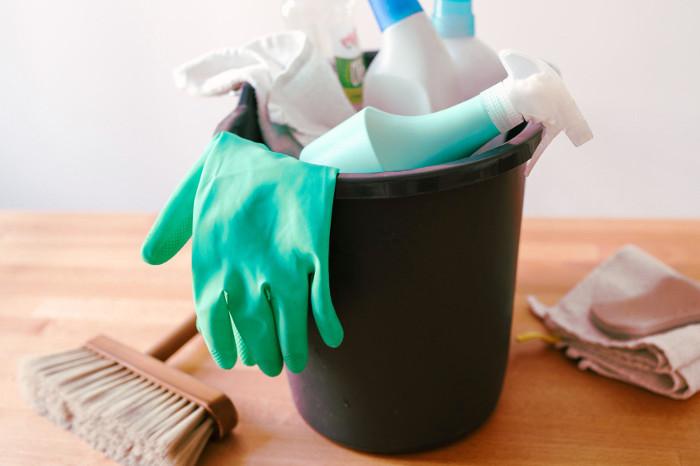 Utensilios de limpieza para las paredes del hogar