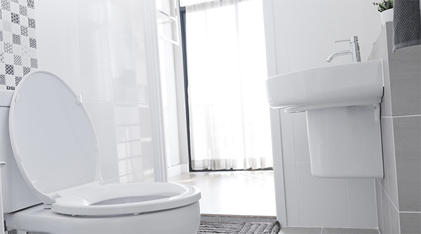 Desinfección de baños para evitar contagios