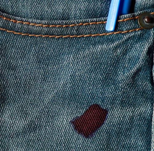 Mancha de tinta en pantalón vaquero