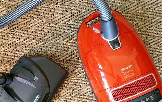 Aspirar alfombra de yute